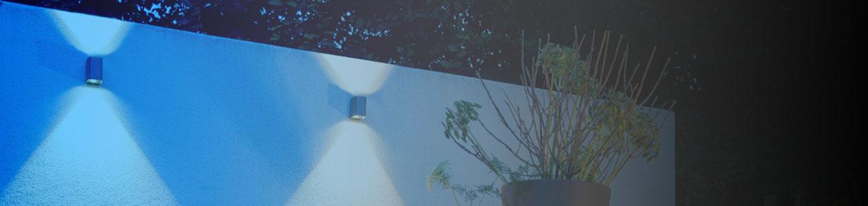 Buitenlampen tegen de buitenmuur