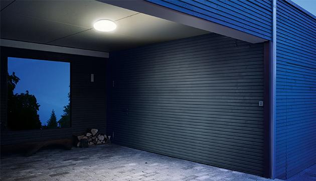 Plafondlamp onder de carport