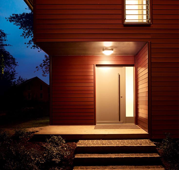 Plafondlamp bij de voordeur