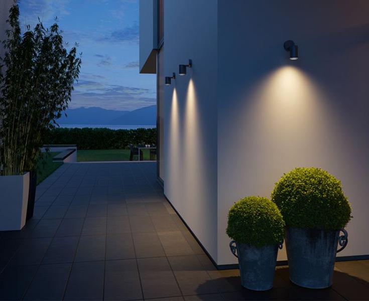 KS verlichting downlighter muurspots tegen de buitenmuur