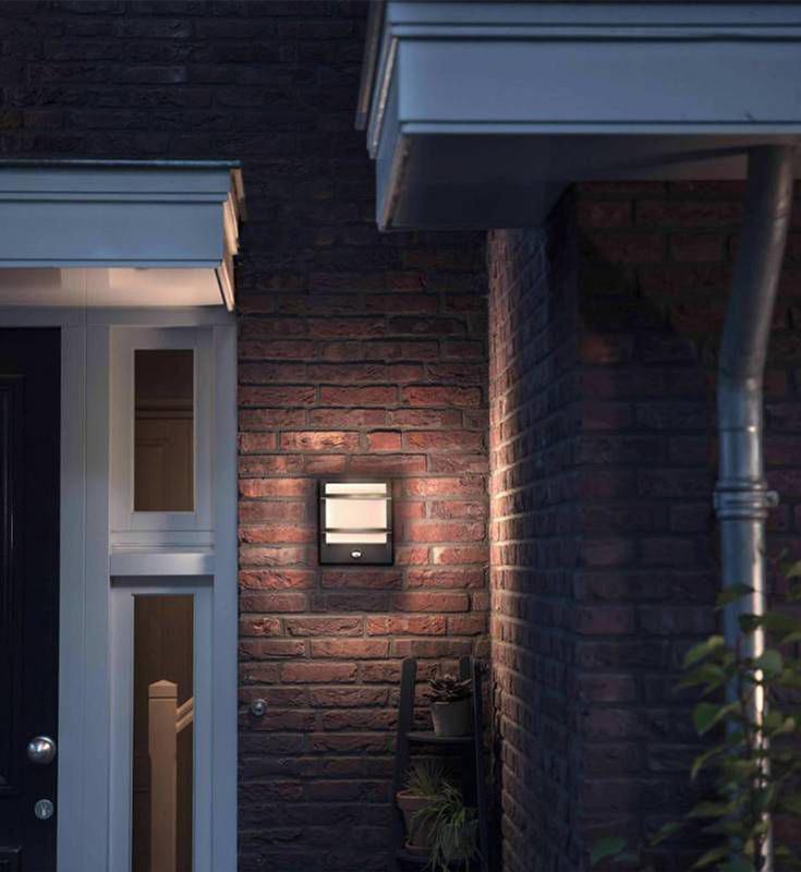 Sensorlamp bij de voordeur