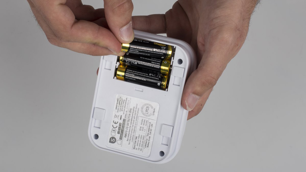Batterijen in een koolmonoxidemelder